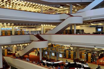 Toronto Reference Library. Flickr/Open Grid Scheduler