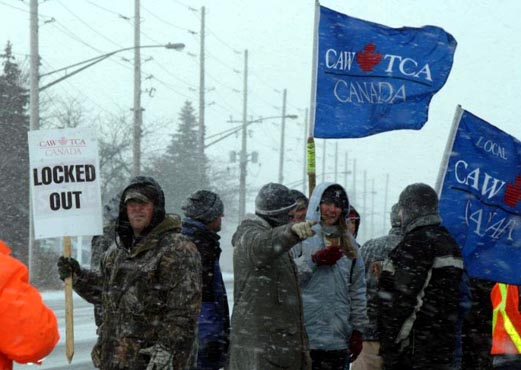 The EMD picket in London, Ontario. Photo courtesy of CAW