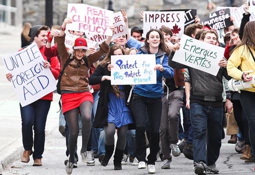 Hundreds of McGill University students take on the vote mob challenge, April 2011. Photo: Adam Scotti/Flickr